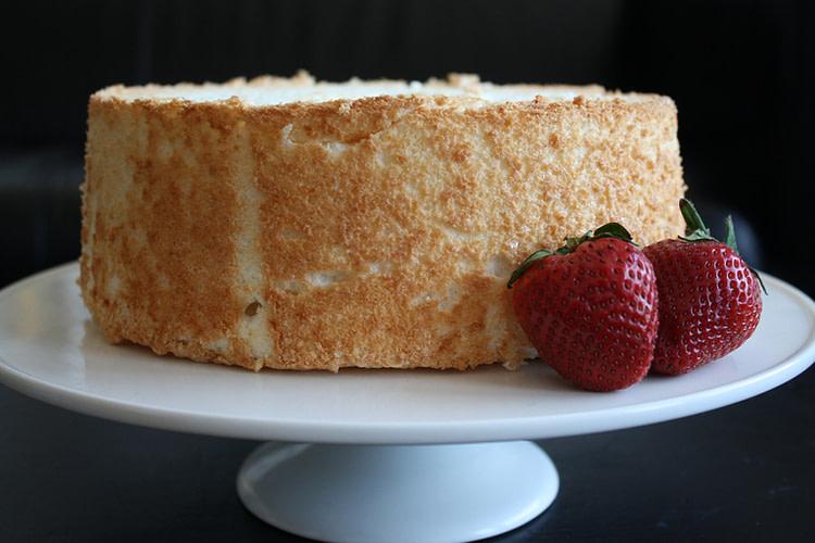 Vegan Angel Food Cake and Strawberry